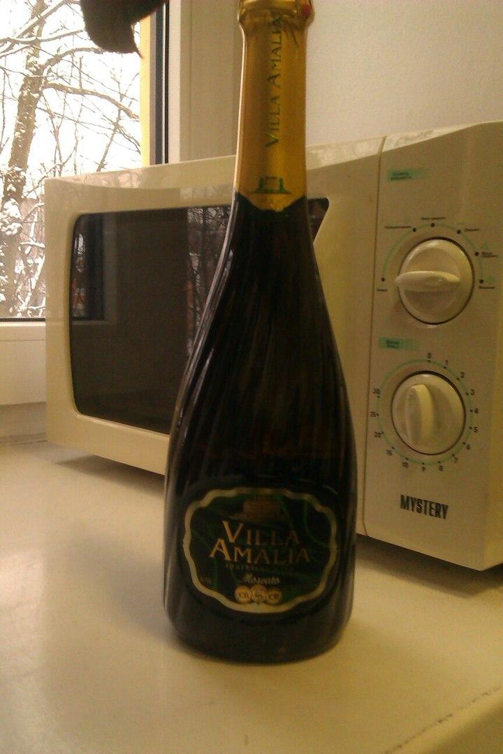 Вино игристое VILLA AMALIA - Приятный вкус и прекрасное украшение праздничного стола