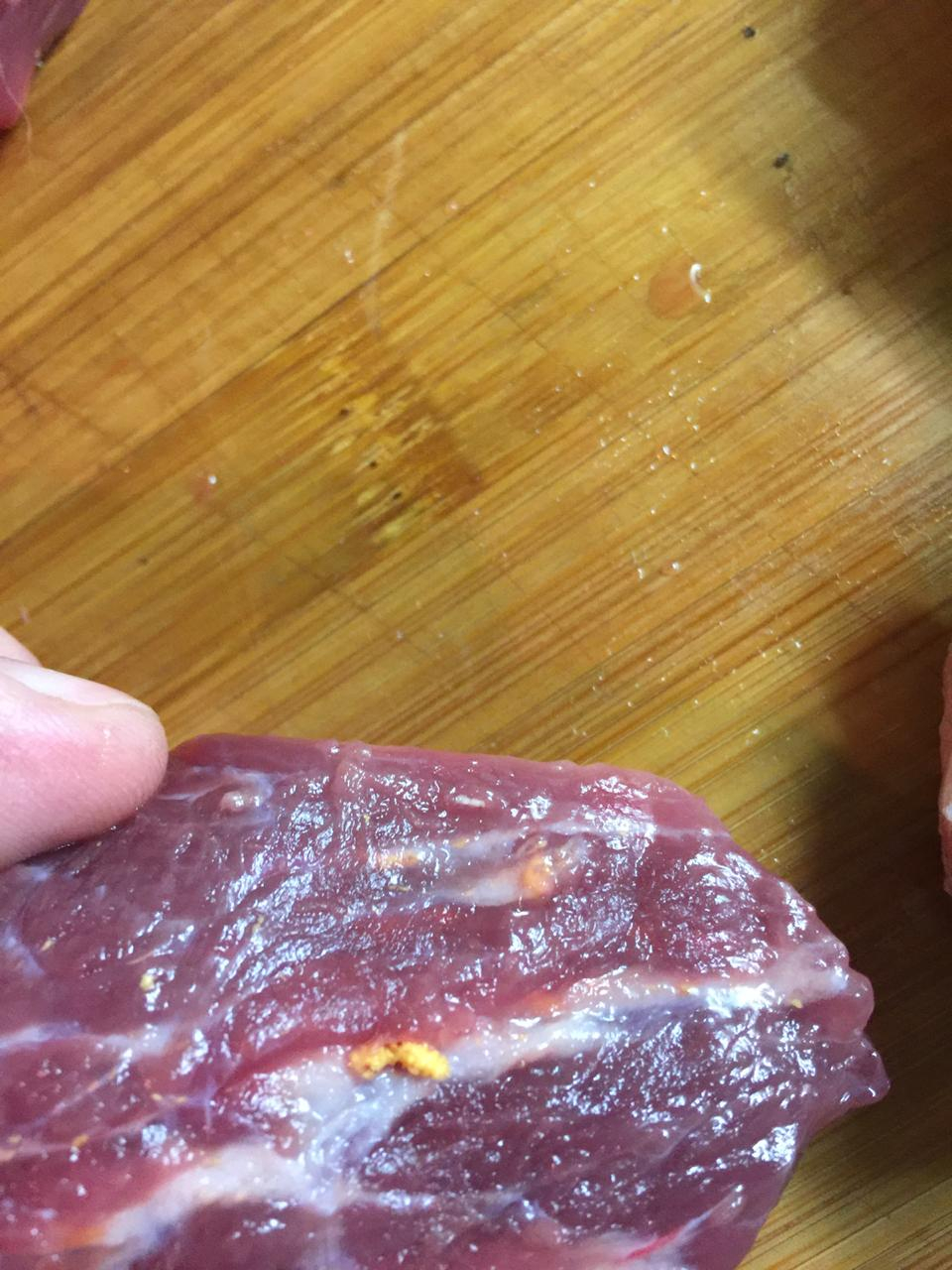 Азбука Вкуса - Мясо с желтыми вкраплениями