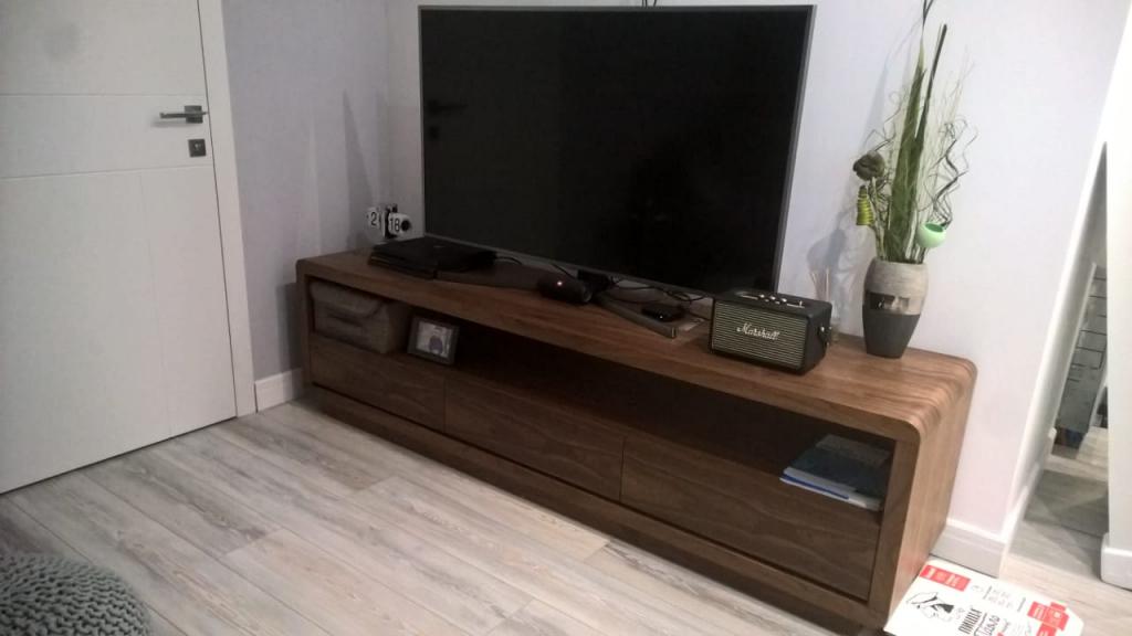 iModern интернет-магазин - Вместительная ТВ-тумба.